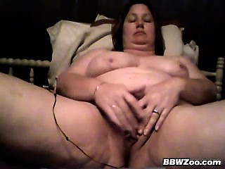Mature BBW Plays With Her Loose Pussy